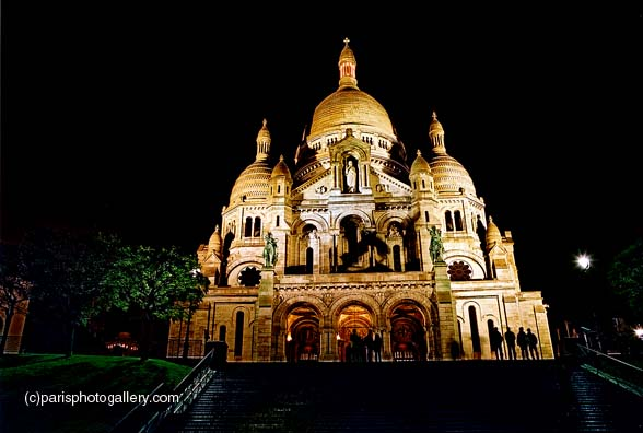 night-time photograph of Sacré Coeur