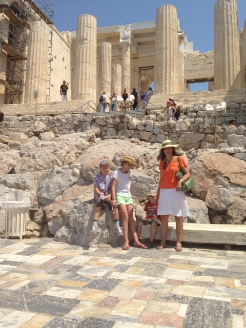 Family in front of Akropolis ruins